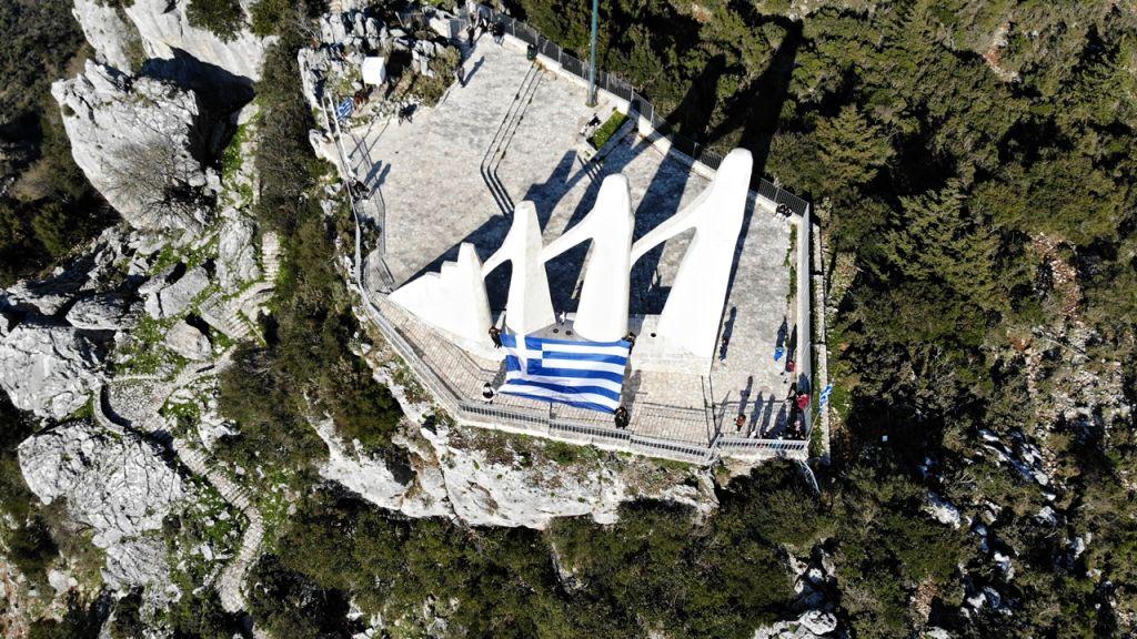Η κατασκευή τελεφερίκ για εύκολη πρόσβαση στο μνημείο του Ζαλόγγου κρίνεται απαραίτητη,σύμφωνα με το Ίδρυμα Ζογγολόπουλου