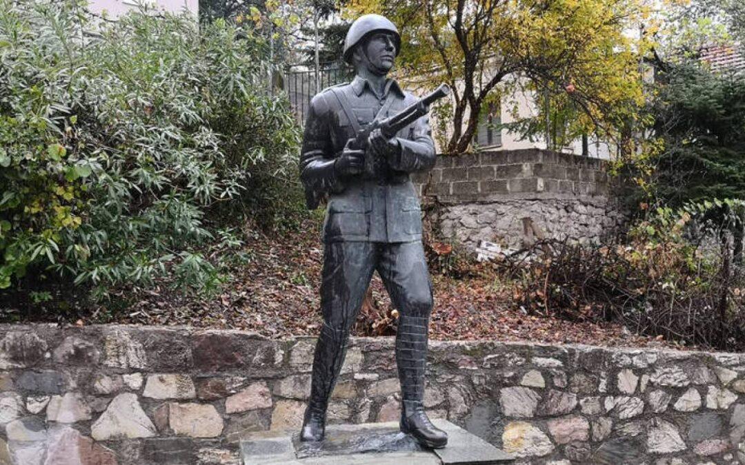 Β. Τσιαβαλιάρης-Ο πρώτος Έλληνας στρατιώτης που θυσιάστηκε στο έπος του ΄40