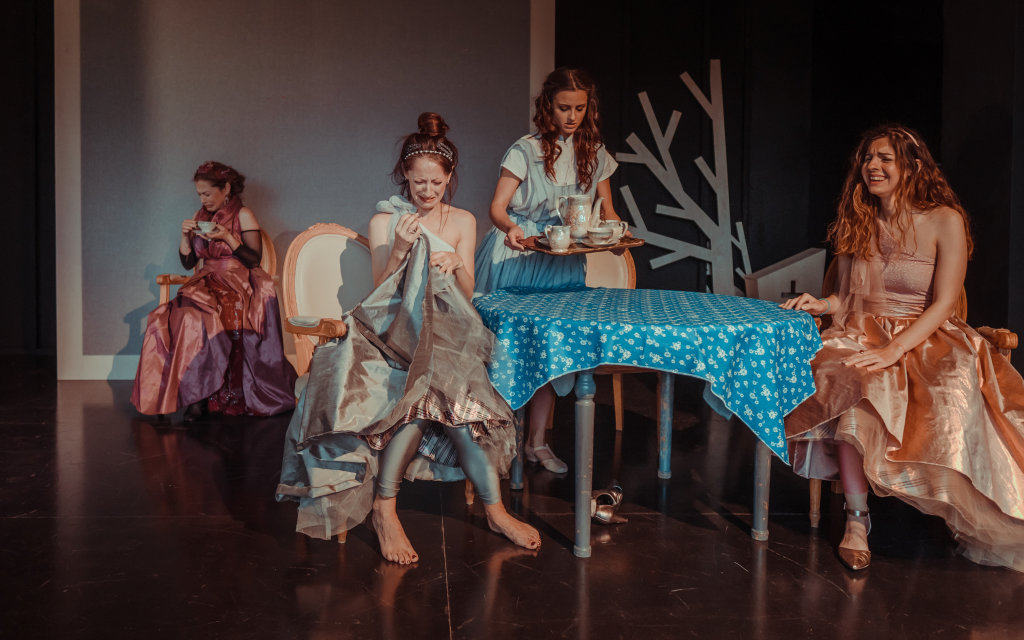 """ΓΙΑΝΝΕΝΑ-Η """"Θεατρική Συμπαιγνία'' παρουσιάζει, την παιδική μουσικοχορευτική θεατρική παράσταση """"Σταχτοπούτα''"""