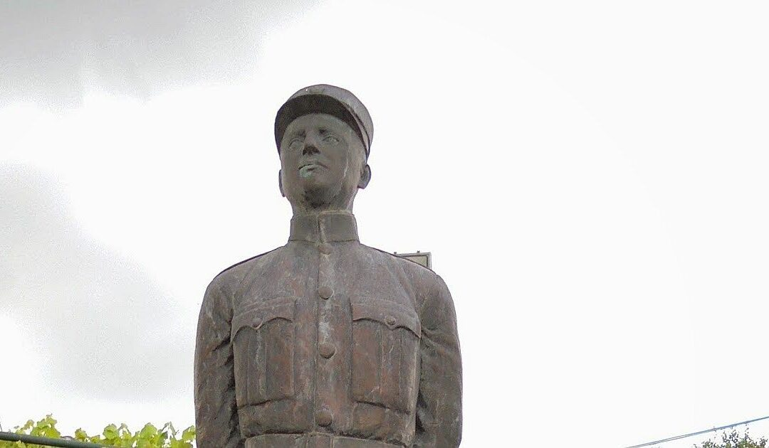 Γεώργιος Μπουκουβάλας – Σκοτώθηκε στο πρώτο λεπτό της ιταλικής επίθεσης στη γραμμή προκαλύψεως στο Αηδονοχώρι της Κόνιτσας